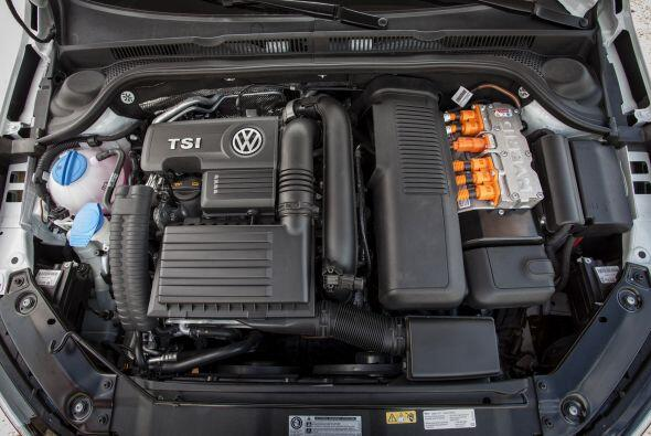 Volkswagen Jetta Hybrid 2015- Su motorización turbo cargada TSI de 1.4 l...