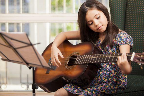 Música, desarrollar la habilidad de manejar Instrumentos musicales es un...