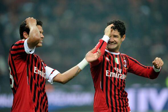Entre amazónicos festejaron este tercer tanto de los 'rossoneri'.