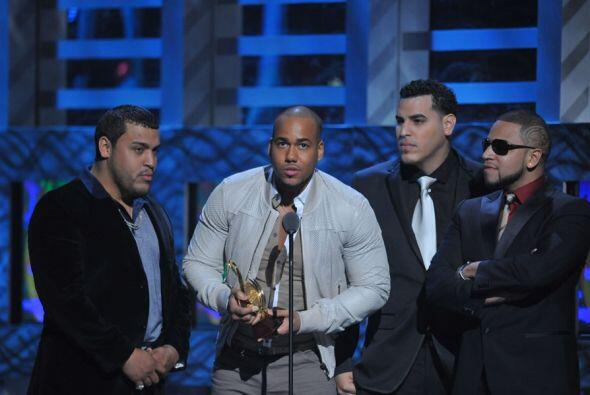 En Premio Lo Nuestro 2010, los chicos de Aventura ganaron un reconocimie...