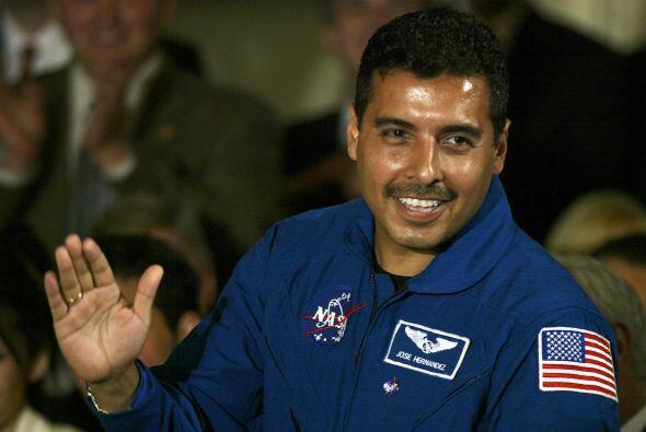 José M. Hernández: Nació en California en 1962. Es...