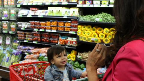Una visita al supermercado es ideal para enseñarles a niños o a niñas a...