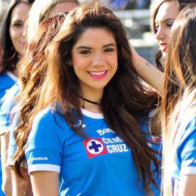 Michelle Pérez, una fanática muy sexy del Cruz Azul 16649210_99877520359...