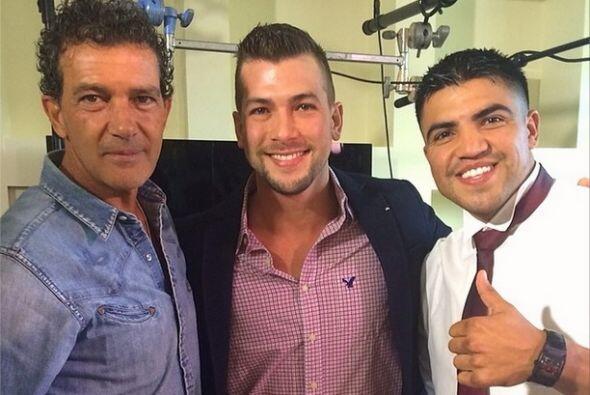 """""""Junto a la leyenda del cine #AntonioBanderas y el ex-campeón de boxeo @..."""