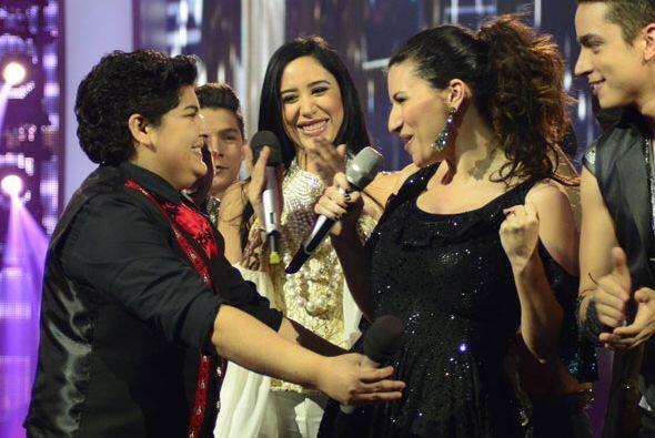 Laura y Steph se abrazaron tras su número musical.