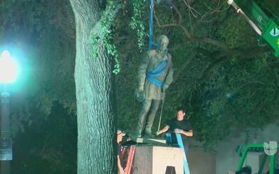 Retiran monumentos confederados en UT Austin
