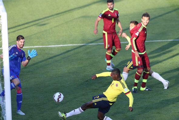Luego de ir perdiendo el partido, Colombia metió toda la carne al asador...