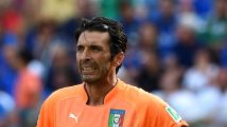 Gianluigi Buffon en el juego ante Costa Rica.