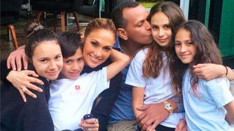 Desde la izquierda, Natasha, Max, Jennifer López, Alex Rodr&iacut...