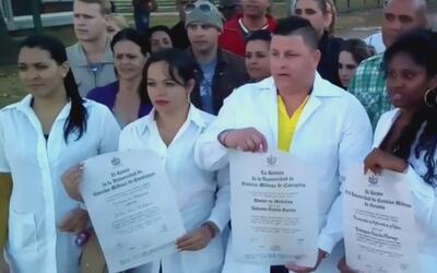 Al menos 180 médicos cubanos continúan en un limbo migratorio en Colombia