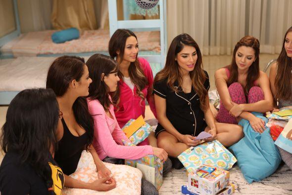 Tremenda Pijama Party en la Mansión de la Belleza, donde las chicas fuer...