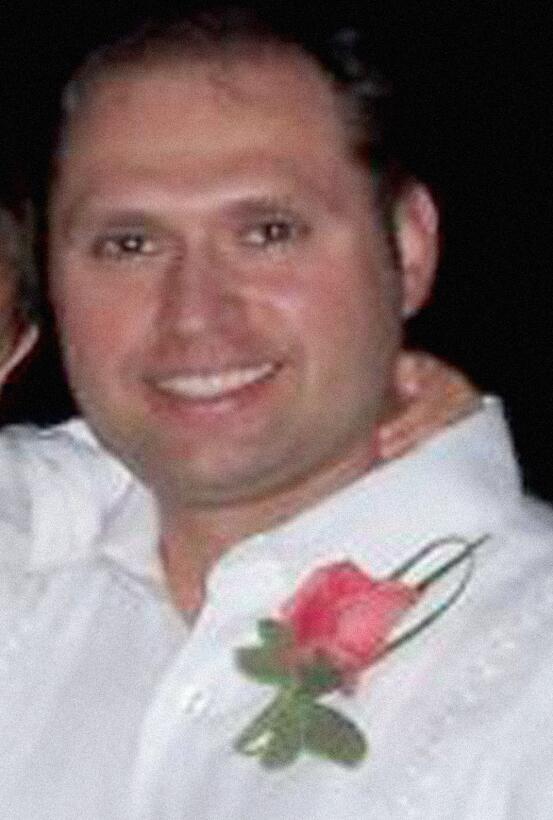 Louis Pargiolas Castaño, nacido en Chicago de padre italiano y madre col...