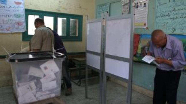 Las mesas electorales abrieron el miércoles a las 08:00 (06:00 GMT) para...