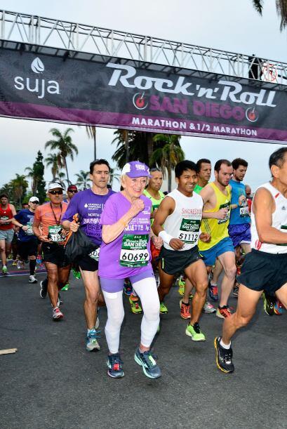 Harriet Thompson logró recorrer el maratón de San Diego de principio a f...