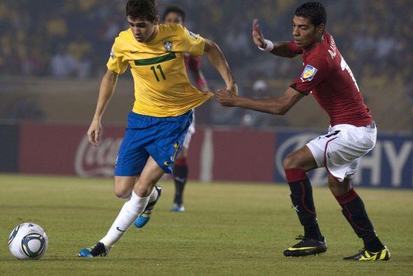 Brasil comenzó el partido con cierto dominio en los primeros minutos.