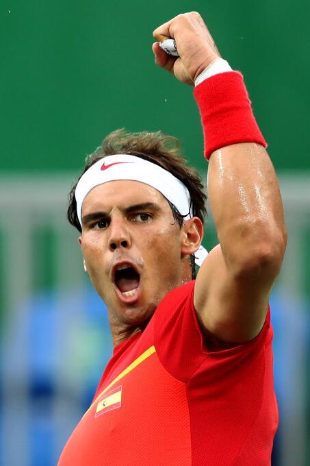 El español Rafael Nadal superó 6-2, 6-1 al argentino Federico Delbonis y...