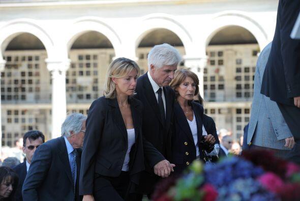 Asistieron al funeral del ex dos veces ganador del Tour de Francia, de 5...