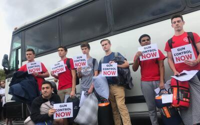 Esta mañana partieron los autobuses con decenas de estudiantes ru...