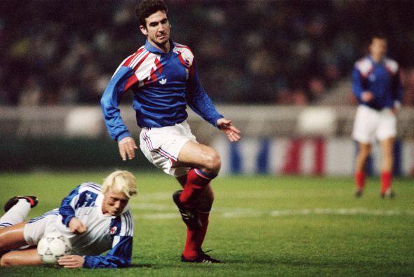 El francés Eric Cantona será recordado por su buen juego y por sus mucha...