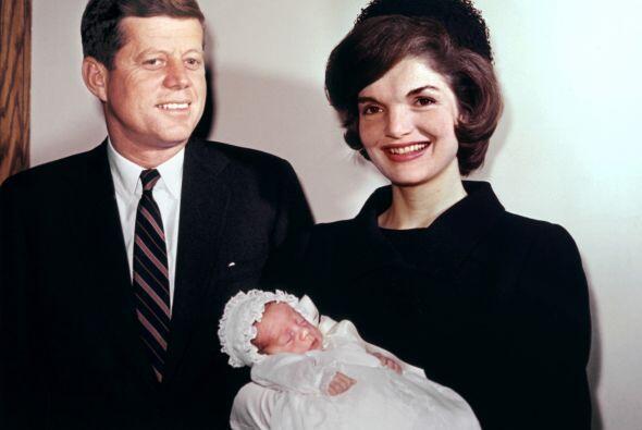 John F. Kennedy estaba casado con Jacqueline Kennedy, quien trajo el gla...