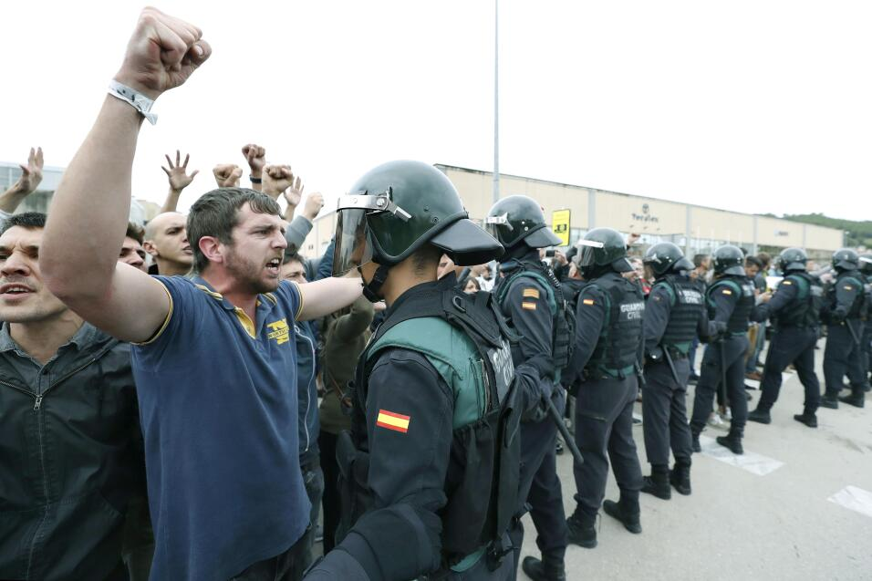 """El rey de España condena en un duro discurso la """"deslealtad inadmisible""""..."""