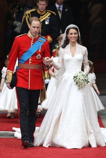 Cómo olvidar el vestido de Kate Middleton, este fue creado por la firma...