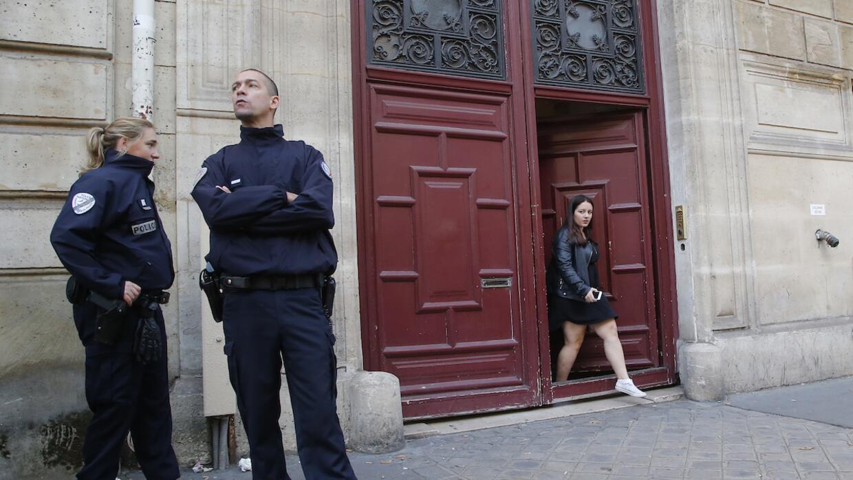 Policía francesa en el hotel donde fue robada Kim Kardashian