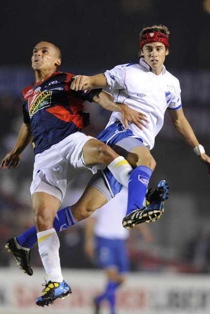 El partido, jugado en Montevideo, clasificó al conjunto charrúa y dejó a...