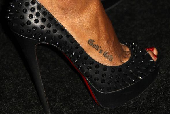 Ahora también la reconoceremos por este discreto tatuaje en el empeine.