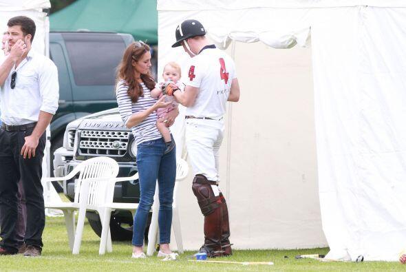 Este día del padre, el príncipe William celebró con su familia en un tra...