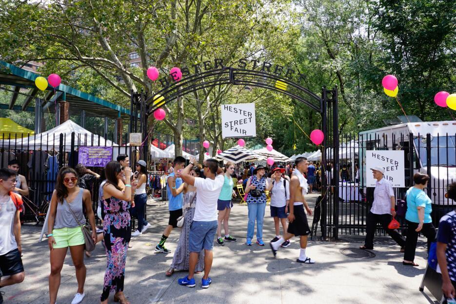 Hester Street Fair, con acceso libre de costo, abre cada sábado en el Lo...