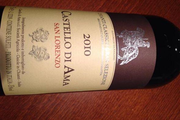 Este vino es de la región de la Toscana y utiliza un blend Chianti, típi...