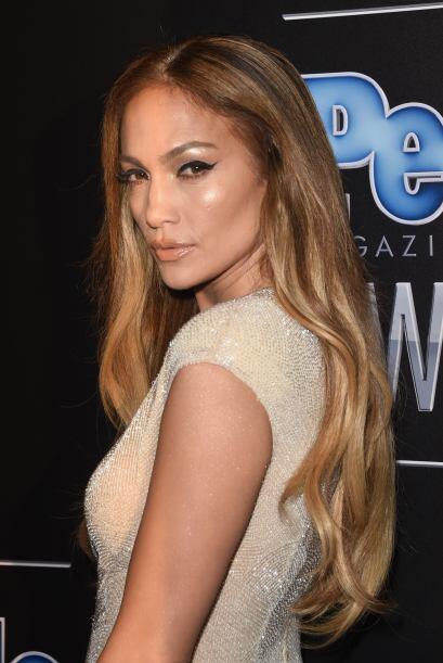Jennifer Lopez fue una de las mujeres que impactó a su llegada, &...