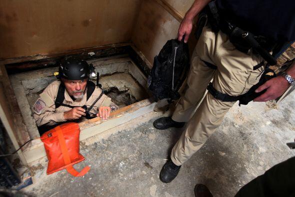 El lugar para acceder al túnel desde el lado mexicano mide unos 80 cm de...