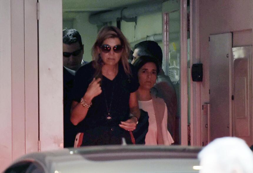 La expresión de la reina Máxima, al salir de la clínica, gritaba la enor...