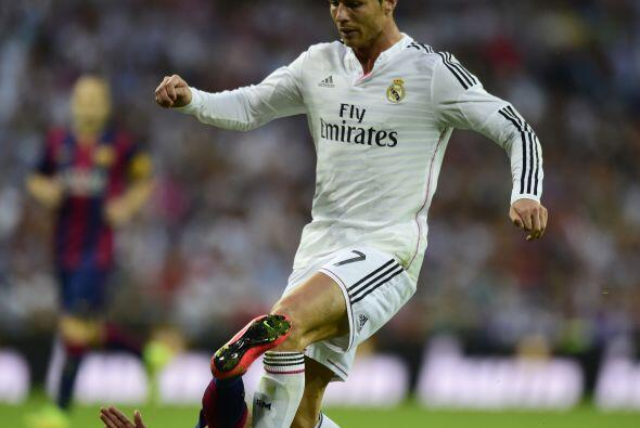 Real Madrid pudo ampliar la ventaja al contragolpe, Con el 3-1 tuvo las...