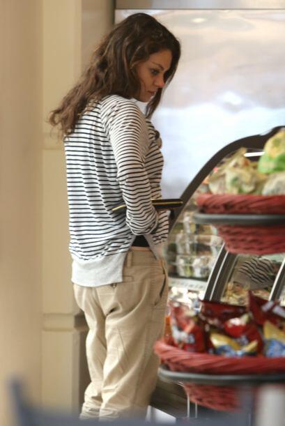 Le dio hambre a la actriz y buscó algo qué comer. ¡Ahora come por dos! M...