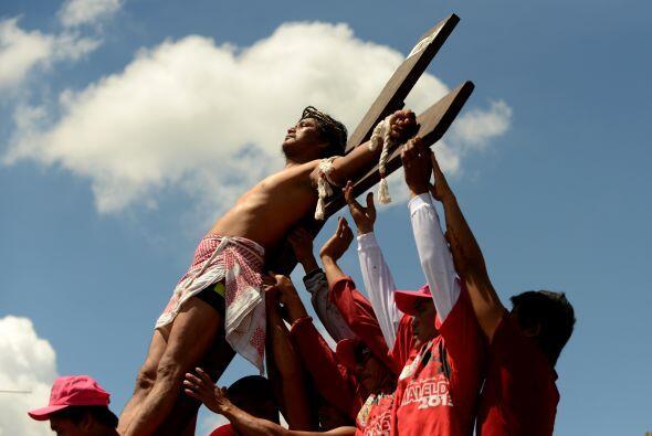 Las crucifixiones del Viernes Santo forman parte de las celebraciones de...