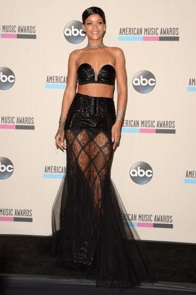Rihanna tampoco se queda atrás y en lugar de innovar luce fatal los 'mod...