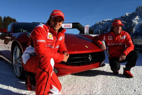 Una más acompañando al nuevo modelo de la casa de Maranello, el Ferrari FF.