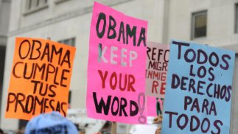 Al menos 11 millones de inmigrantes indocumentados aguardan a que el Con...
