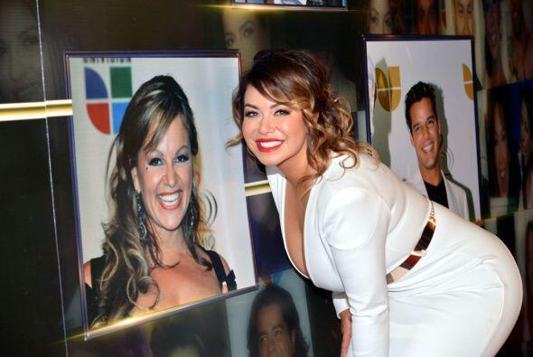 Chiquis Rivera, aquí frente a la imagen de su madre Jenni Rivera, no rec...