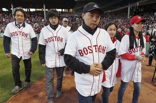 También asistieron al juego, los familiares de Lu Lingzi, la jove...