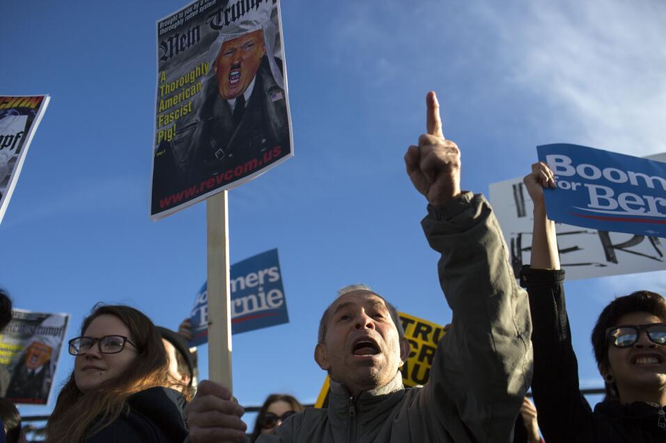 Acto de Donald Trump se suspendió por violencia entre manifestantes a fa...