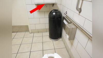Arrestan a sujeto que colocó cámara en baño de Starbucks