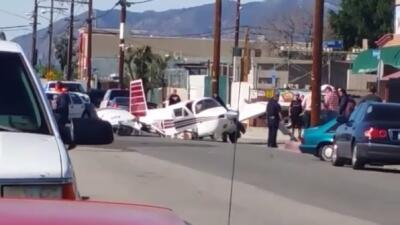 Avioneta aterrizó de emergencia en una calle de Pacoima