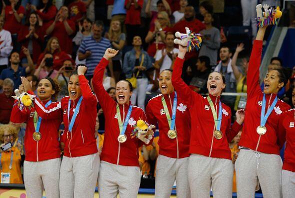 En una noche relampagueante, Canadá ganó el torneo femenino de básquetbo...