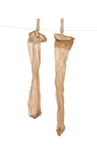 ¡No es mito! Las medias durarán más si las mojas bien, las escurres con...