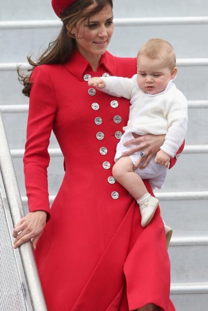 Kate y William se llevaron al bebé real con ellos. Mira aquí los videos...