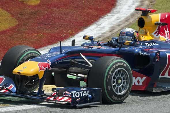 Vettel se apoderó del liderato de la carrera y se mantuvo ah&iacu...